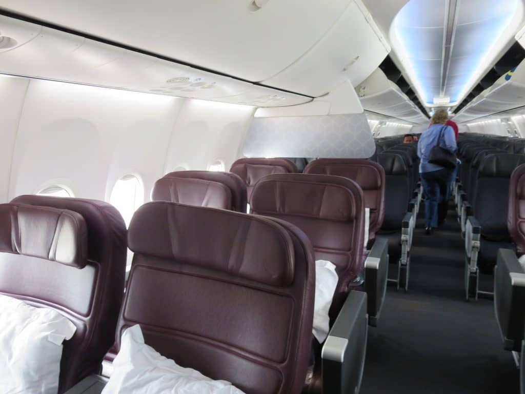 qantas business class boeing 737 800 plane cabin
