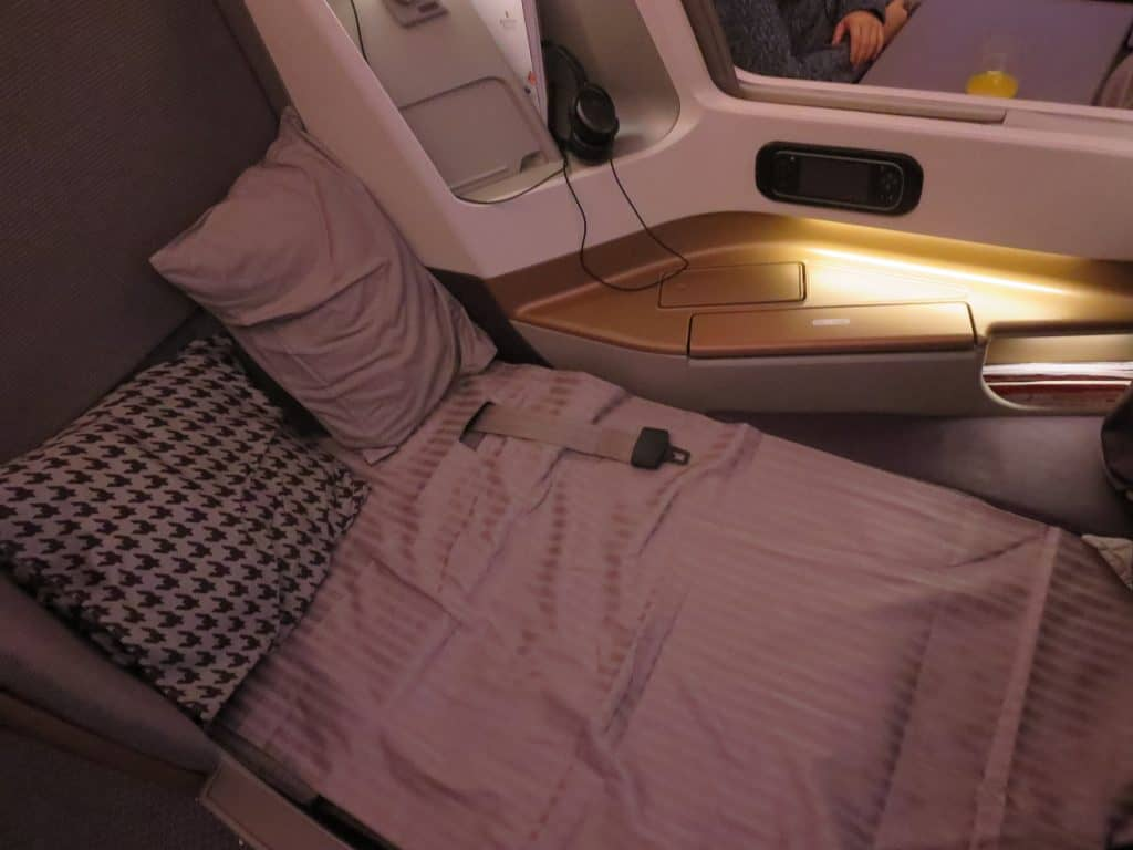 singapore airlines business class airbus a350 900 bed