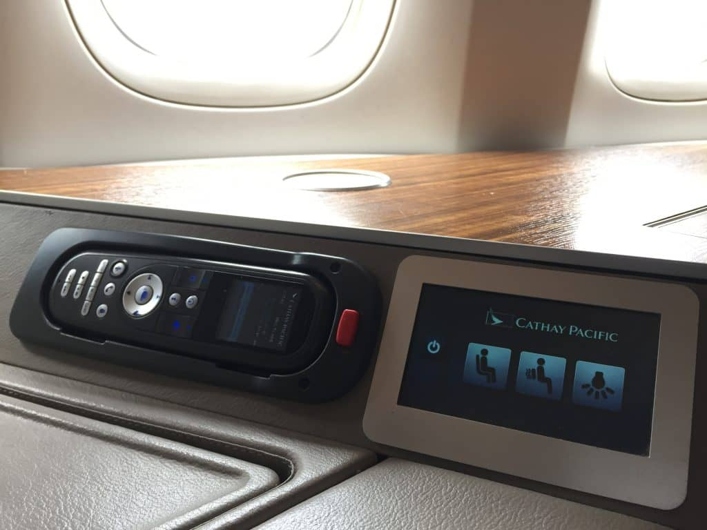 cathay pacific first class boeing 777 330er fernbedienung