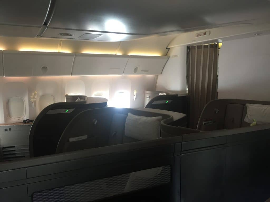 cathay pacific first class boeing 777 330er kabine 1