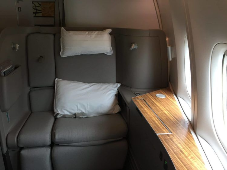 cathay pacific first class boeing 777 330er sitz 1