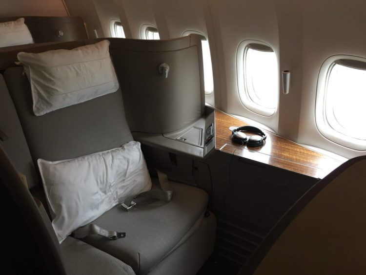 cathay pacific first class boeing 777 330er sitz 4