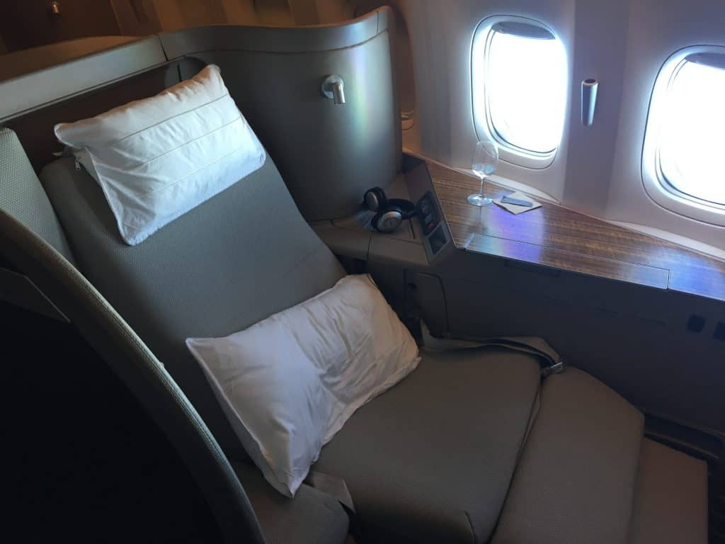 cathay pacific first class boeing 777 330er sitz 6