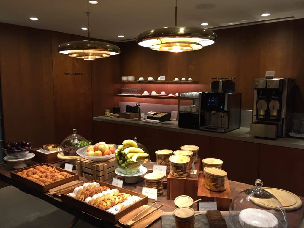 cathay pacific first class lounge the pier hongkong 10