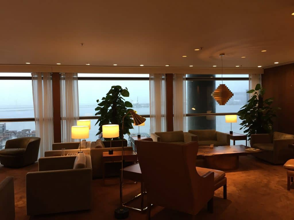 cathay pacific first class lounge the pier hongkong 12