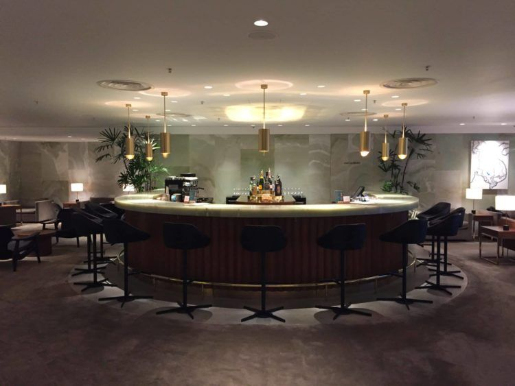 cathay pacific first class lounge the pier hongkong bar 1