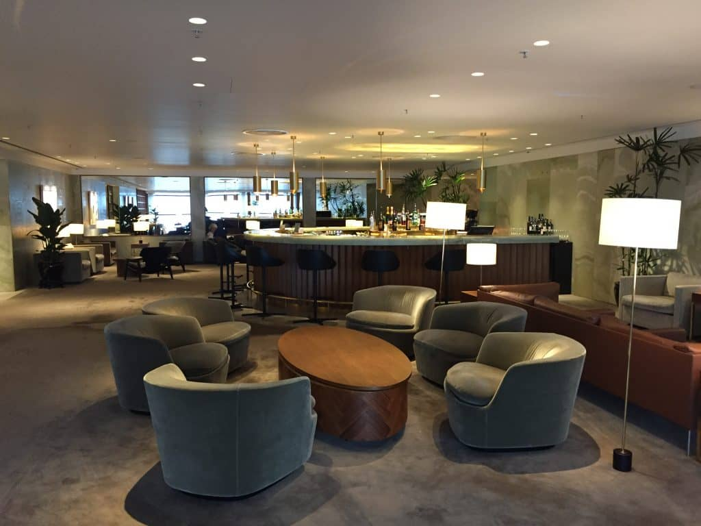 cathay pacific first class lounge the pier hongkong bar 2