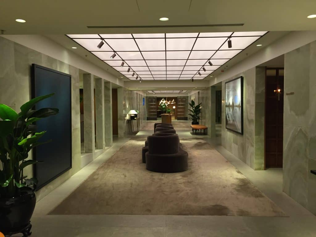 cathay pacific first class lounge the pier hongkong flur 1