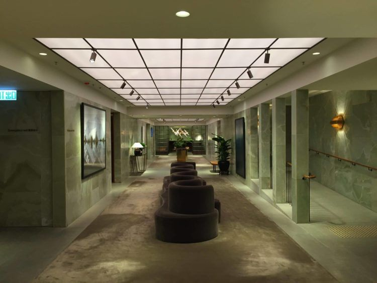 cathay pacific first class lounge the pier hongkong flur 3