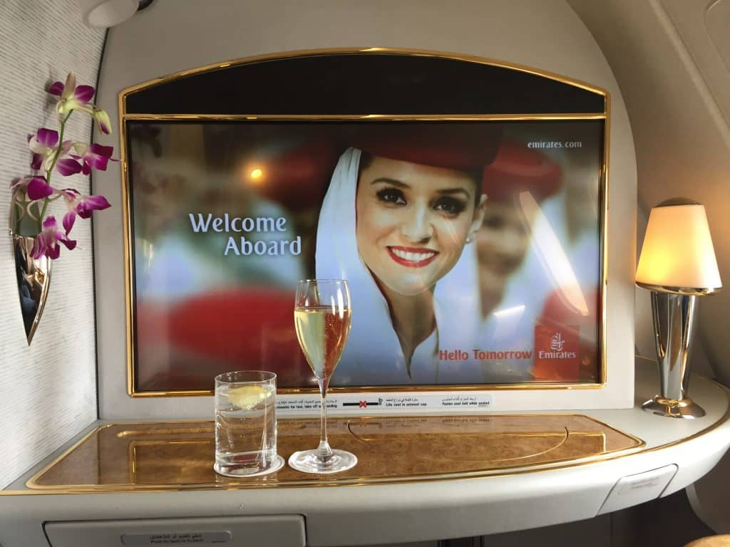 emirates first class a380 bildschirm 1