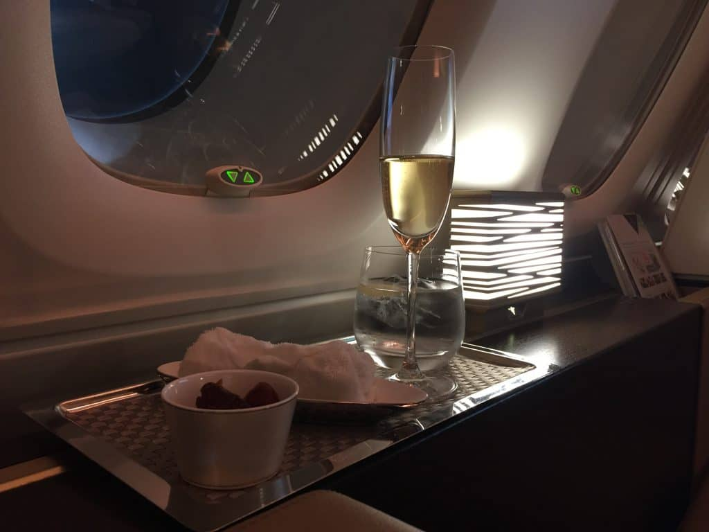 etihad first class apartment champagner
