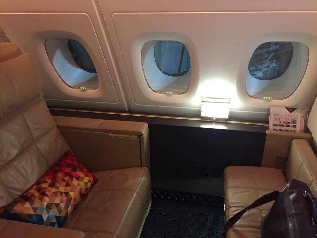 Etihad First Class Apartment Sitz und Couch