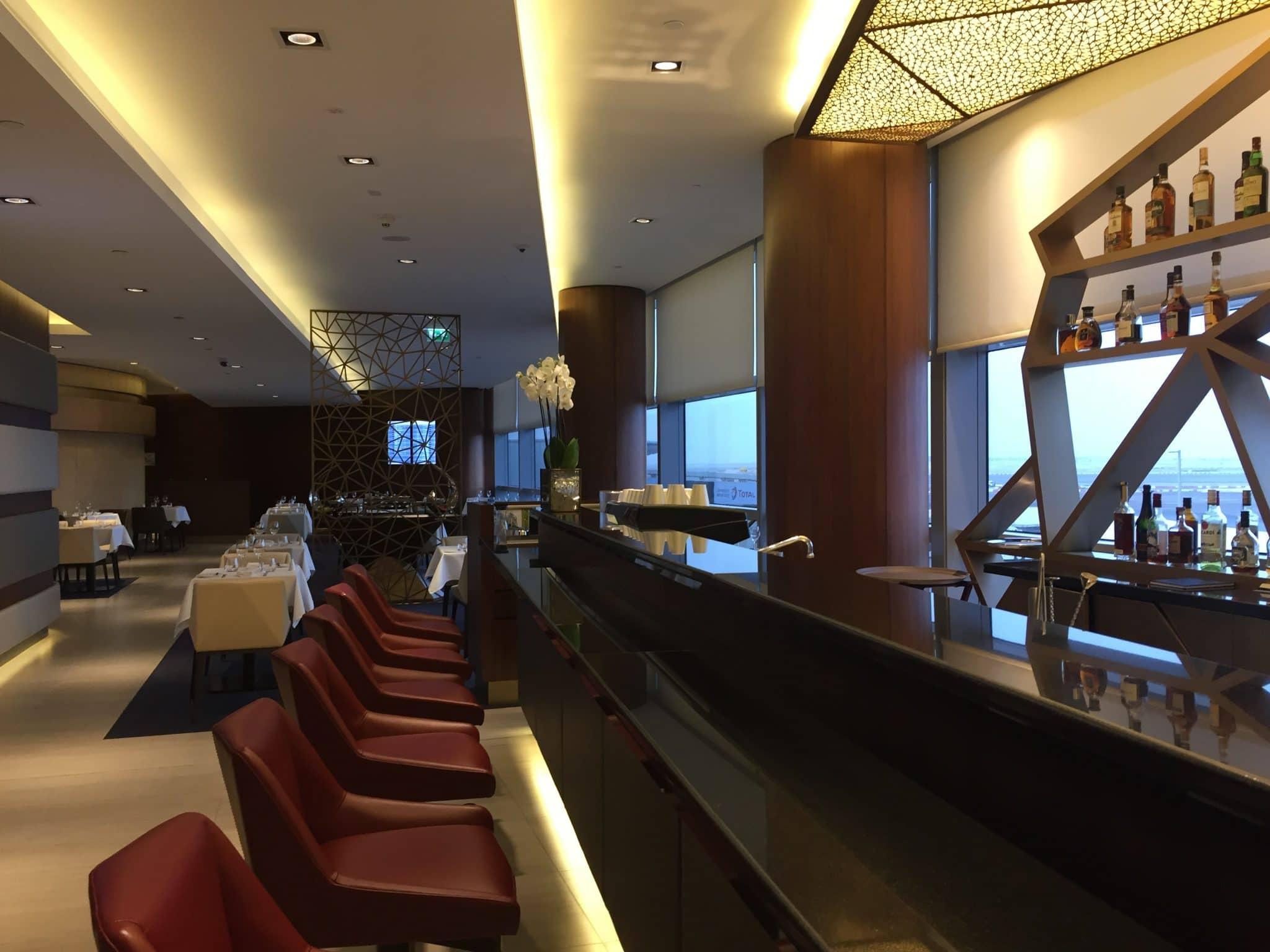 etihad first class lounge abu dhabi bar 3
