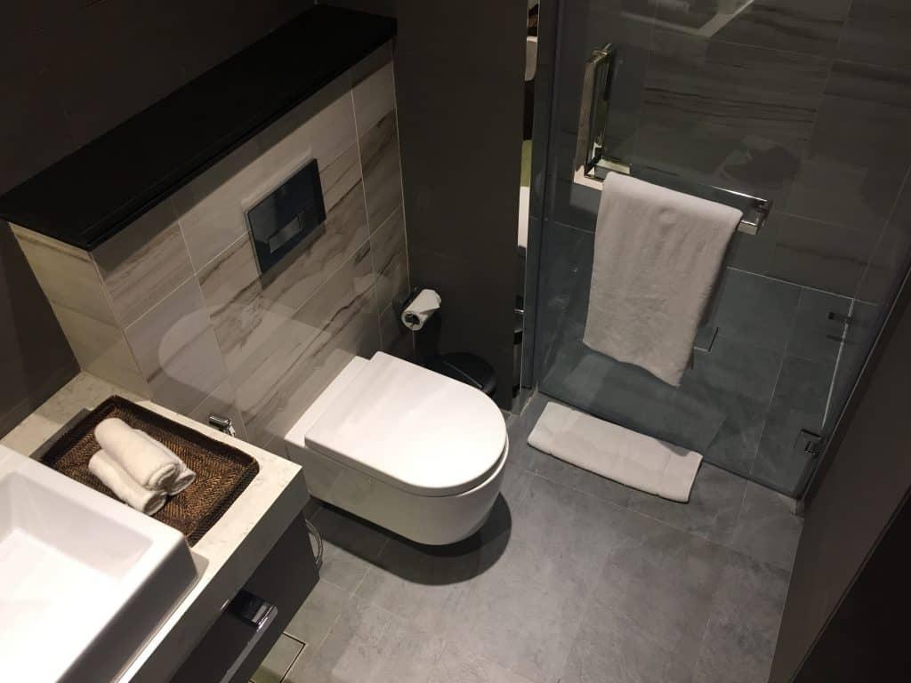 etihad first class lounge abu dhabi duschraum 1