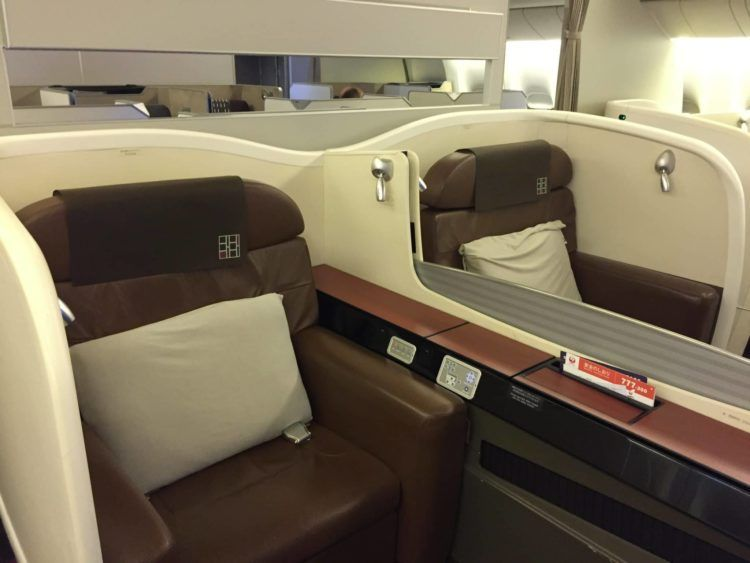 japan airlines first class boeing 777 kabine 1