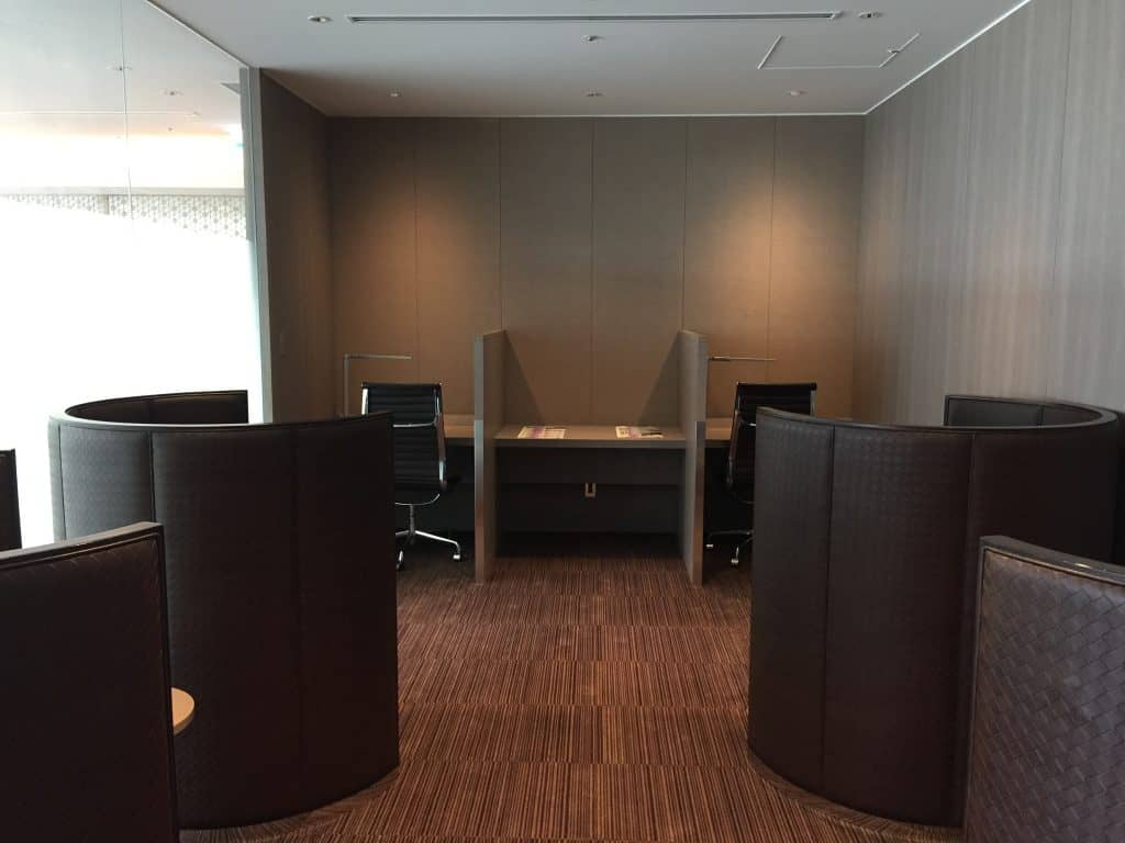 japan airlines first class lounge tokio haneda arbeitsbereich