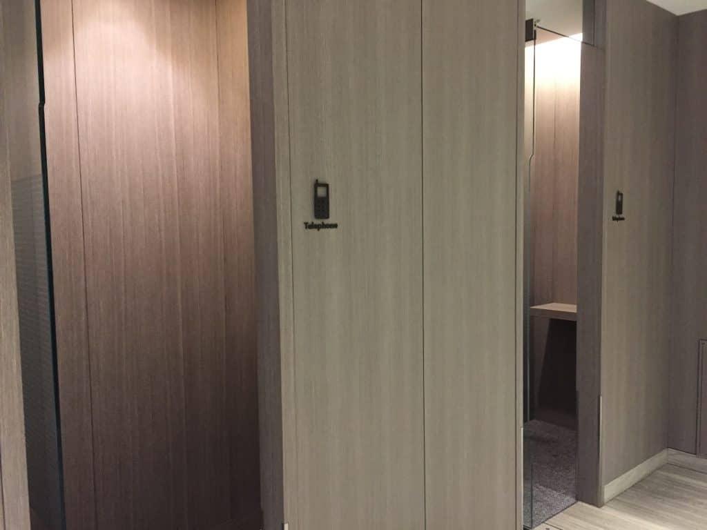 japan airlines first class lounge tokio haneda arbeitsbereich telefon kabinen