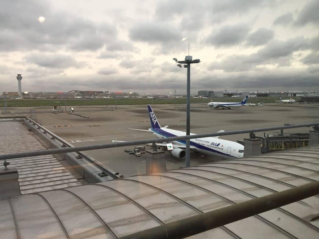 japan airlines first class lounge tokio haneda ausblick 1