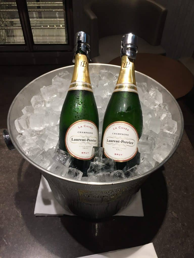 japan airlines first class lounge tokio haneda champagnerraum 2 e1504286432541