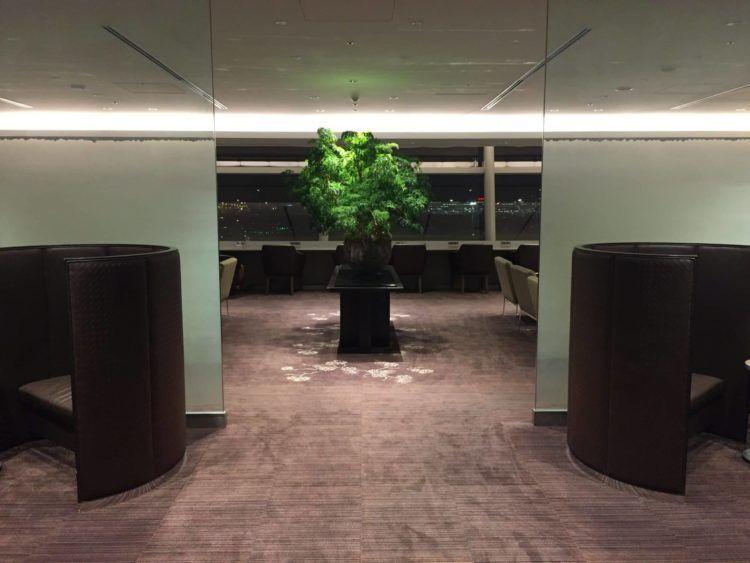 japan airlines first class lounge tokio haneda sitzgelegenheit 1