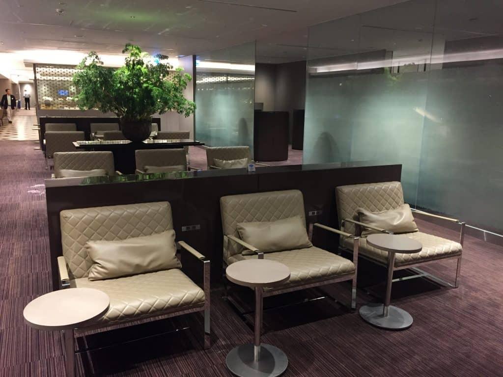 japan airlines first class lounge tokio haneda sitzgelegenheit 2