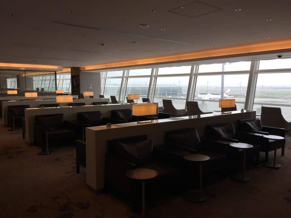 japan airlines first class lounge tokio haneda sitzgelegenheit 3