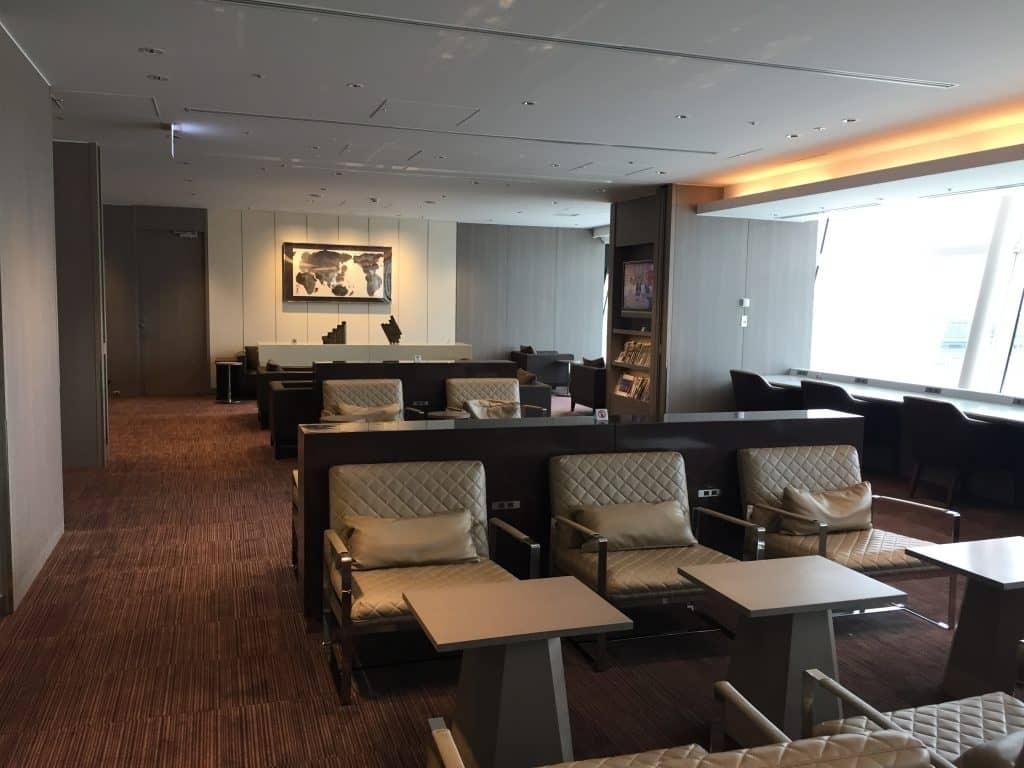 japan airlines first class lounge tokio haneda sitzgelegenheit 4
