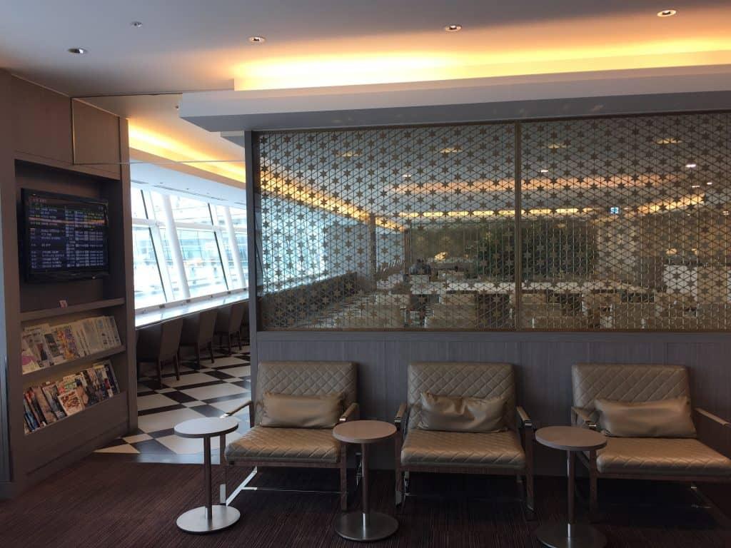 japan airlines first class lounge tokio haneda sitzgelegenheit 6