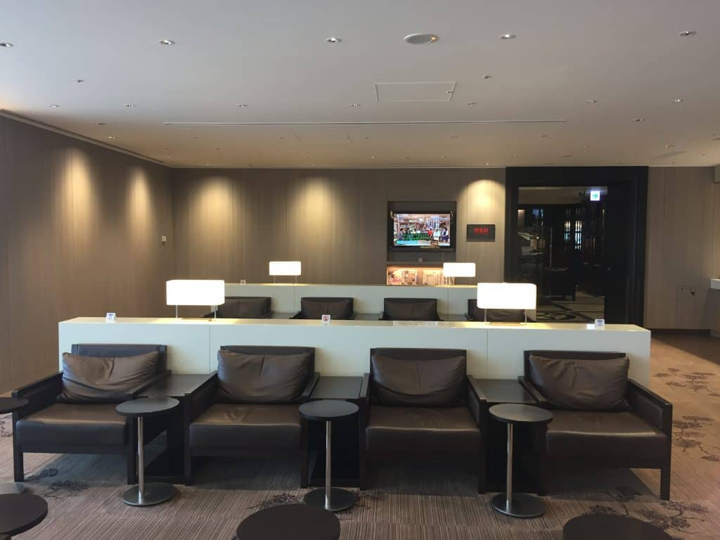 japan airlines first class lounge tokio haneda sitzgelegenheit 7
