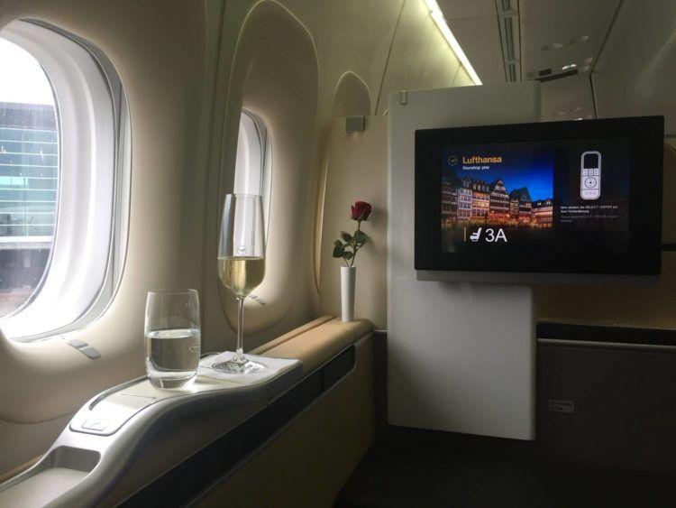 lufthansa first class boeing 747 8 champagner 1a