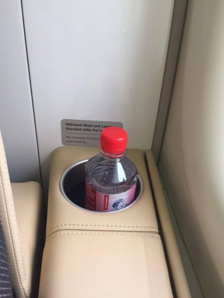 Lufthansa First Class Boeing 747-8 Wasserflasche