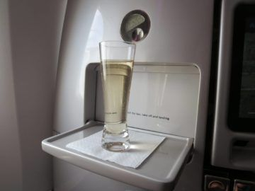 air new zealand business class boeing 777 200 champagner