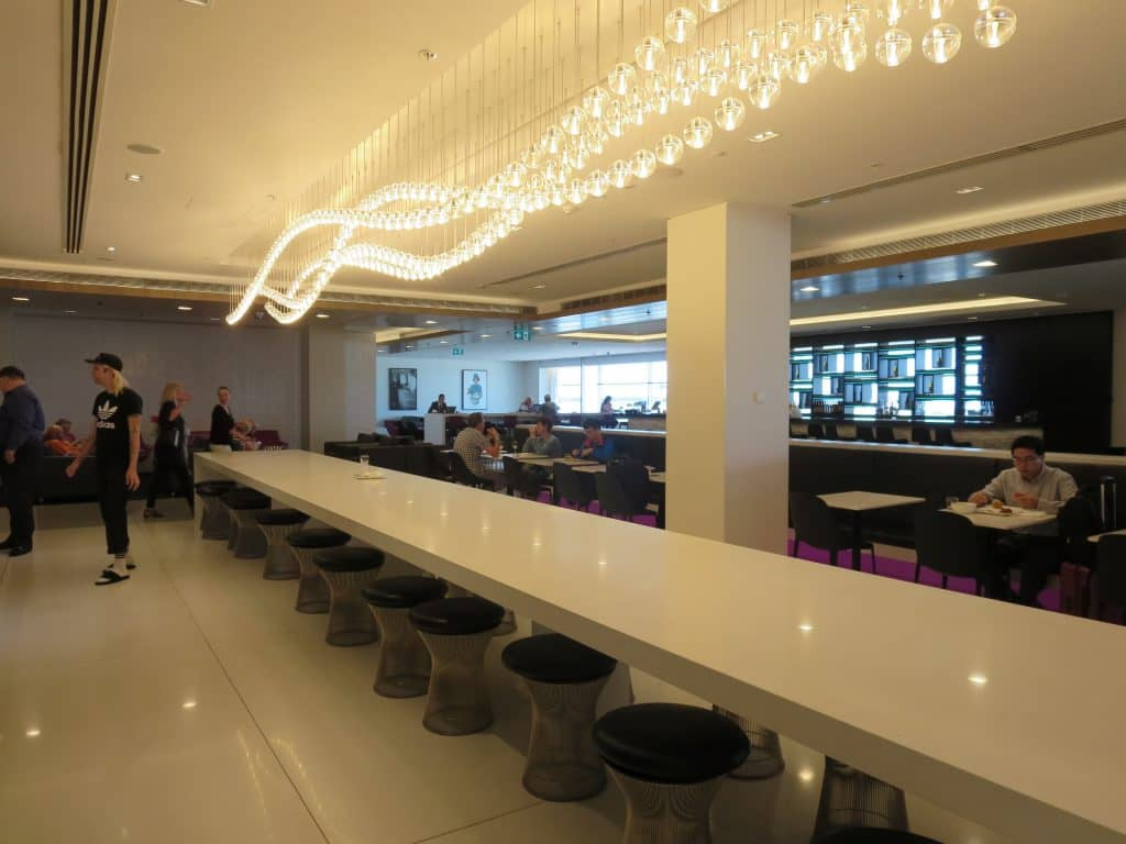 air new zealand sydney international lounge kronleuchter 1