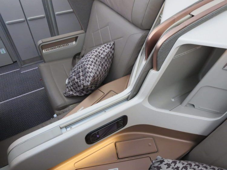 singapore airlines business class a350 sitz trennwand 3