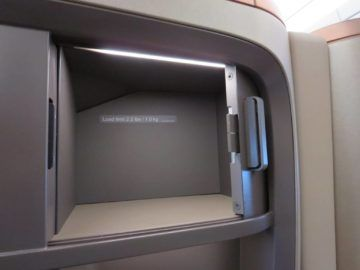 singapore airlines business class a350 stauraum 3