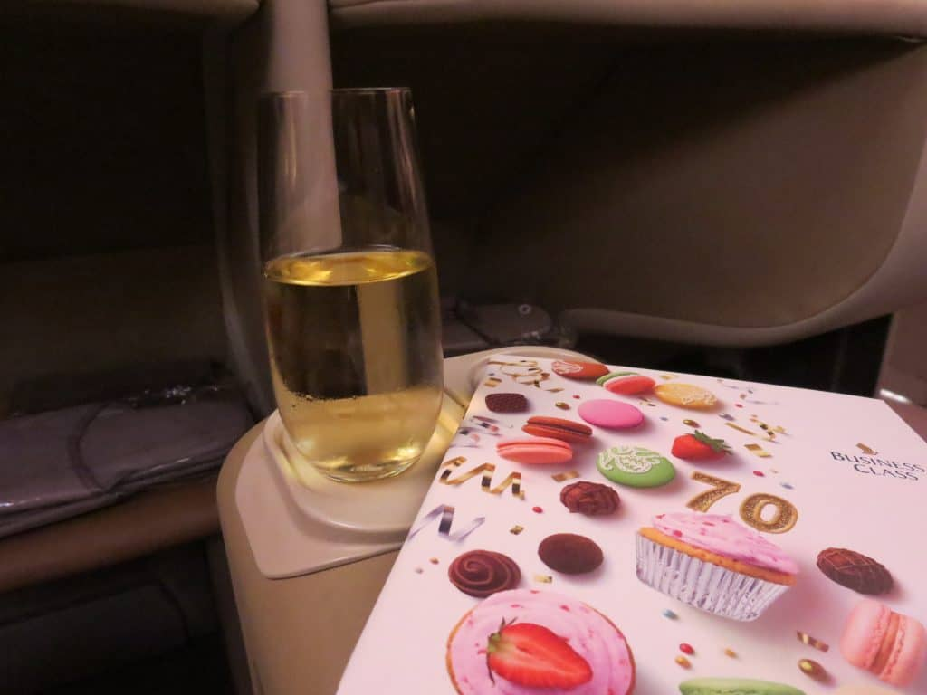singapore airlines business class a380 essen champagner