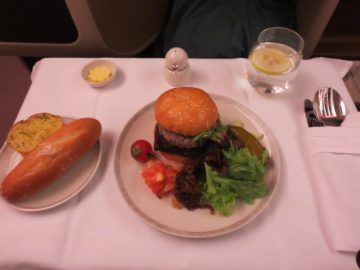 singapore airlines business class a380 essen hauptgang