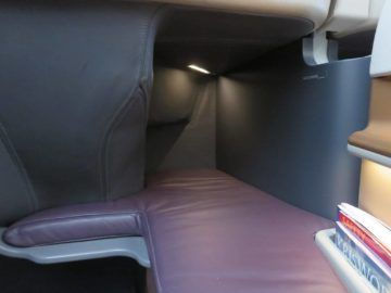 singapore airlines business class a350 sitz fusraum 2
