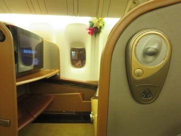 singapore airlines first class boeing 777 sitz lampe