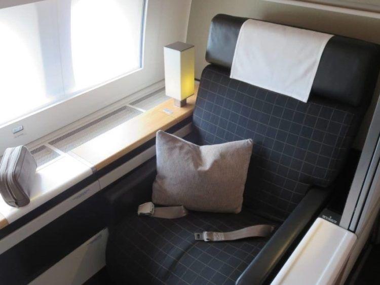 Swiss First Class Boeing 777 300er Sitz 1 1140x641