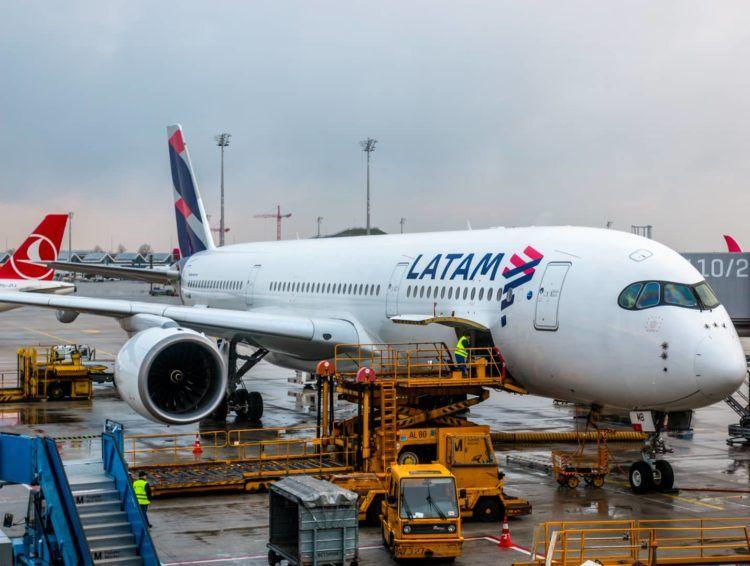 flugzeug latam airlines a350 900 xwb