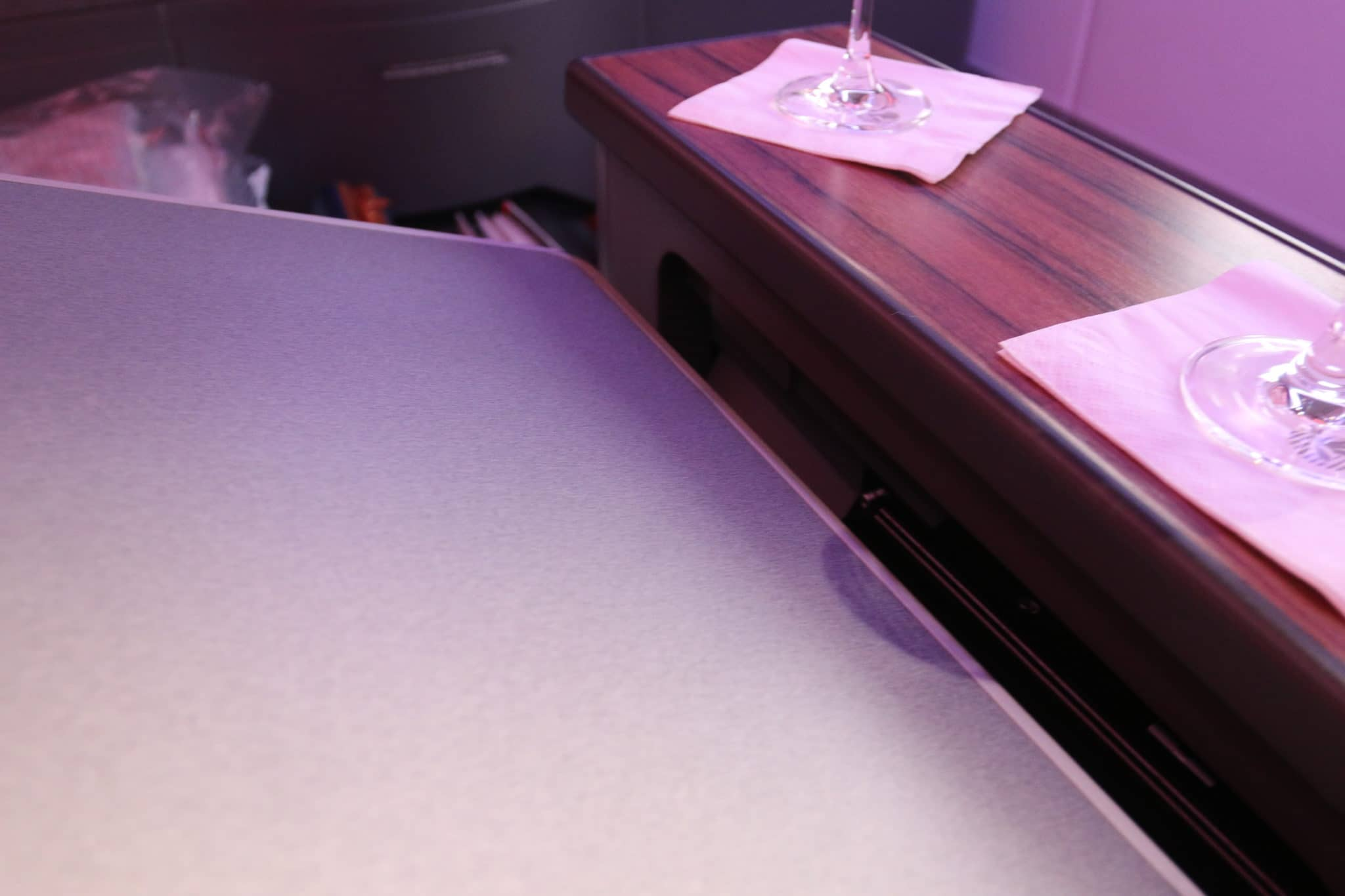 latam airlines business class a350 tisch verstauraum