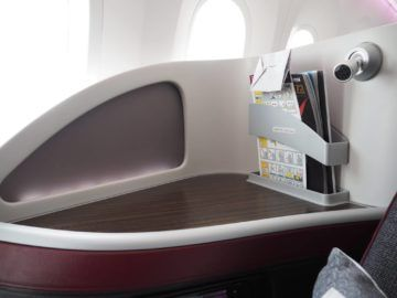 qatar airways business class b787 8 ablage leselampe