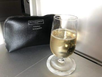 british airways business class boeing 747 amenit kit champagner