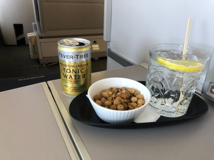 British Airways Business Class Boeing 747 Gin Tonic Nuesse