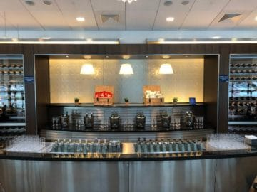 british airways galleries club lounge london heathrow terminal 5 b gates auswahl weine und wasser