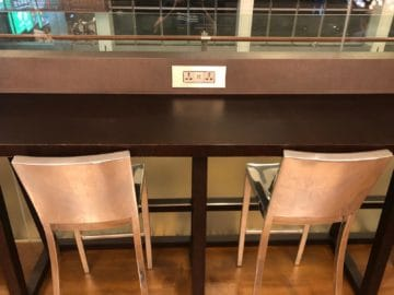 british airways lounge singapore usb anschluesse steckdosen