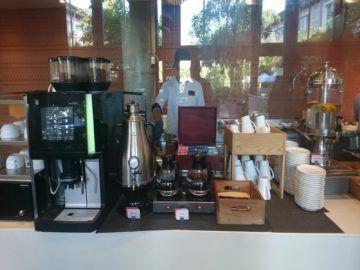 hilton garden inn bali fruehstueck kaffeemaschine