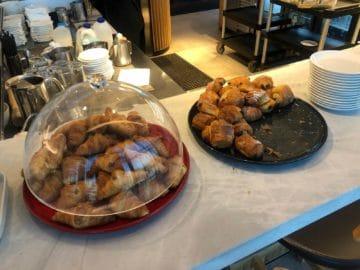 qantas business lounge brisbane schoko croissant