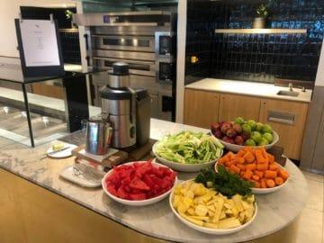 qantas business lounge brisbane smoothie maker